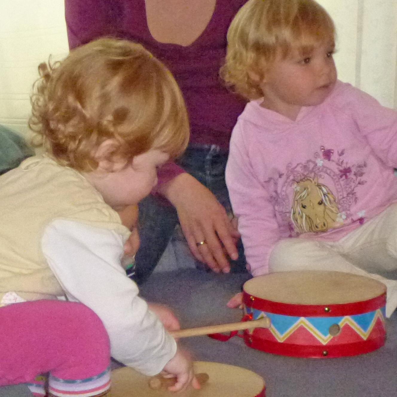 """""""Ins Leben mit Musik"""" ist das Musikalisierungsprogramm für Kinder ab dem 10. Lebensmonat bis zum dritten Lebensjahr."""